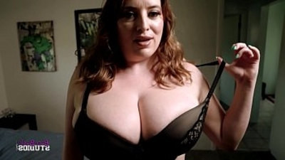 family  huge tits  mom  thick